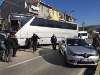 OTOBÜS ŞOFÖRÜ - Otomobille Çarpışan Otobüsten 127 Kaçak Göçmen Çıktı