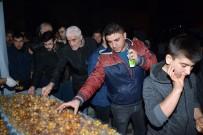 SOMUNCU BABA - Aksaray Belediyesi Mevlit Kandilinde Lokma Tatlısı İkram Etti
