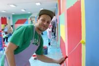 SOSISLI SANDVIÇ - Alman Sanatçı Çocuklarla Duvar Resmi Yaptı