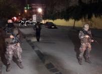 ÖZEL HAREKAT POLİSLERİ - Bağcılar'da Okul Önünde Silahlı Çatışma Açıklaması 1'İ Öğrenci 5 Yaralı