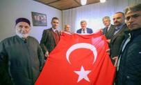 VATANSEVER - Başkan Karaosmanoğlu Gölcüklü Aileyi Ziyaret Etti