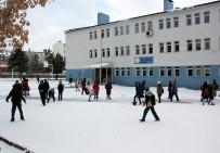 KARDAN ADAM - Erzurum'da Kar Yağışı Çocukların Eğlencesi Oldu