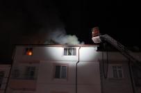 Karaman'da 5 Katlı Apartmanın Teras Katında Çıkan Yangın Korkuttu