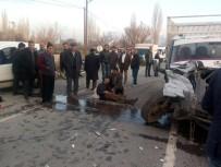 YOLCU MİNİBÜSÜ - Öğrencileri Taşıyan Minibüs Kaza Yaptı