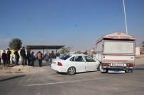 HAYVAN PAZARI - Şanlıurfa'da Otomobil Kamyonete Çarptı Açıklaması 4 Yaralı