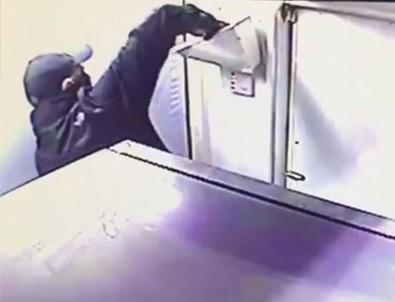Yabancı uyruklu ATM fareleri sınırda yakalandı