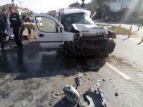AMBULANS HELİKOPTER - Samsun'da Kamyonet Tıra Çarptı Açıklaması 6 Yaralı