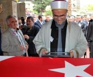 MUSTAFA HAKAN GÜVENÇER - Şehit polisin cenaze namazını imam babası kıldırdı