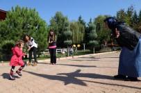 TEDAVİ SÜRECİ - Teyzesinin Kucağında Geldiği Okulda Şimdi Koşuyor