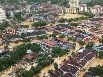 ASKERİ YARDIM - Malezya'da Fırtına Açıklaması 2 Ölü