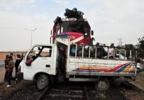 BALPıNAR - Batman'da Yolcu Treni İle Kamyonet Çarpıştı Açıklaması 2 Yaralı