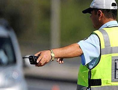 Ceza yazan polis memurunun otomobilini yaktı