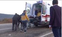 YAĞIŞLI HAVA - Kontrolden Çıkaran Araç Şarampole Yuvarlandı Açıklaması 3 Yaralı