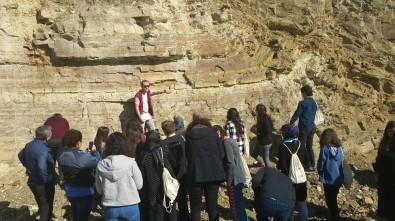 Öğrenciler Ladik Depreminin İzlerini Araştırıyor
