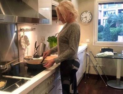 Ajda Pekkan'ın mutfak pozu olay oldu