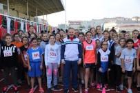 BAYRAMPAŞA BELEDİYESİ - Atatürk Kır Koşusu'nda Dereceye Giren Öğrenciler Ödüllendirildi