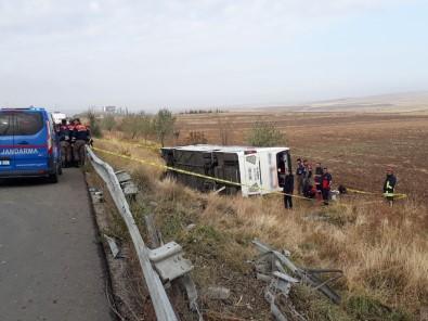 Cenazeler devrilen otobüsün altında kaldı