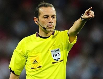 Cüneyt Çakır penaltı pozisyonu için özür dilemiş