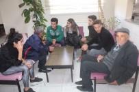 HUZUR EVI - Gönüllü Torunlar, Huzurevi'nde Dedelerine Kitap Okuyor