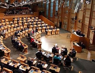 İskoçya Parlamentosu boşaltıldı!