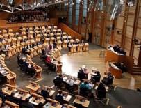 ŞÜPHELİ PAKET - İskoçya Parlamentosu boşaltıldı!