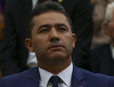Kılıçdaroğlu Yarbay Mehmet Alkan'a rozet taktı