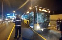 METROBÜS DURAĞI - Metrobüse Kaçak Binmek İsterken Canından Olacaktı