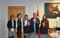 ZİYA GÖKALP - Öğrencilerden Kaymakam Yaşar'a Teşekkür Ziyareti