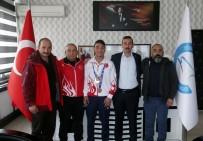 BOKSÖR - Şampiyon Boksörden Başkan Vekili Çiçekli'ye Teşekkür Ziyareti