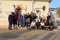Toplum Gönüllüsü Gençler Okulları Boyamaya Devam Ediyor