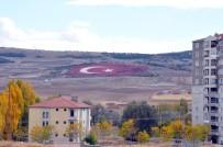 AY YıLDıZ - 20 Bin Taş Kullanılarak Türk Bayrağı Yapıldı