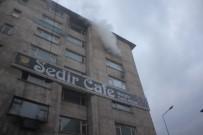 BELEDIYE İŞ - Ağrı'da İş Merkezinde Çıkan Yangın Korkuttu