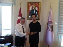 ESNAF VE SANATKARLAR ODALARı BIRLIĞI - AYESOB Başkanı Çetindoğan, Aydın'ı İtalya'da Temsil Eden Kuaförü Ağırladı