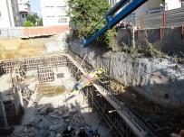 CADDEBOSTAN - Beton Mikserinin Pompası Patladı Açıklaması İşçileri Böyle Çıkardılar