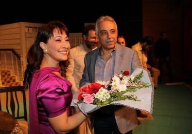 Hakkari'de 'nikah kağıdı' oyunu sahnelendi