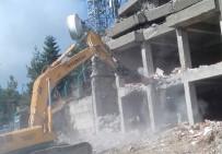 DANıŞTAY - Ilgaz Dağı'ndaki Ruhsatsız Bina Yıkıldı