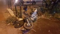 OSMAN GAZI - Kula'da Motosiklet Otomobile Çarptı Açıklaması 1 Yaralı