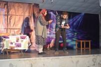 TİYATRO OYUNU - Mutki'de 'Pembe Aslında Siyahtır' Oyunu Sahnelendi