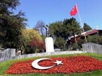 ONARIM ÇALIŞMASI - Atatürk Heykeli Çevresine Kırmızı Çiçekler