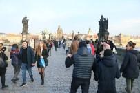 PRAG - Çek Cumhuriyeti'nin Kral Köprüsü 700 Senelik Tarih Taşıyor