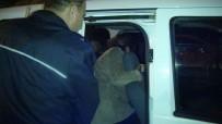 BOMBA İHBARI - Çocuğuna Ulaşamadı, 'Üzerimde Bomba Var' Dedi
