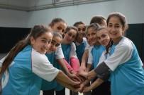 VOLEYBOL MAÇI - Köy Okullarında Okuyan Kız Öğrenciler Sporla Tanıştı