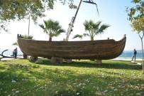 BÜLENT OKTAY - Sinop'ta Aşıklar Caddesi'ne Nostaljik Tekne Konuldu