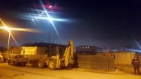 MEHMET ÇELIK - Site İnşaatında Göçük Açıklaması 3 İşçi Yaralı
