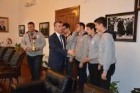 ALI SıRMALı - Kaymakam Sırmalı Şampiyonları Ağırladı
