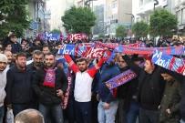 Mavi Ateş Taraftarı Karabükspor'a Destek İçin Sokağa İndi