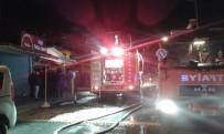 HEDİYELİK EŞYA - Sarımsaklı'da Çarşıda Yangın