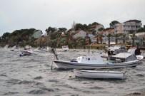 ZEYTINLI - Ayvalık'ta Lodos Küçük Balıkçı Teknelerini Batırdı