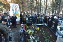 VODAFONE ARENA - Bombalı Saldırıda Hayatını Kaybeden Berkay Akbaş Mezarı Başında Anıldı
