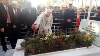 Diyanet İşleri Başkanı Ömer Halisdemir'in Mezarında